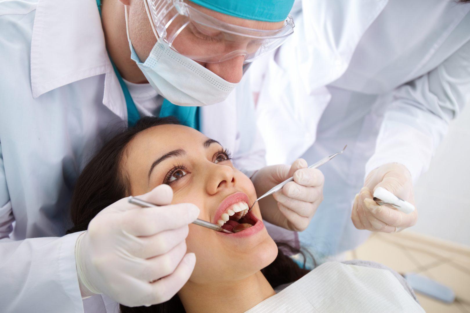 Nên bọc răng sứ hay trám sứ cho răng sâu? Điều CẦN BIẾT 2