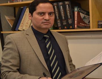Dr Khurshid Khan